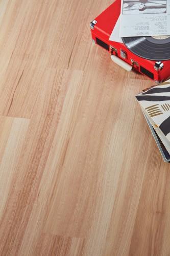 Designflooring Raw Spotted Gum vízálló vinyl padló
